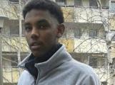 خالد ادريس بحراى (20 عام ) تعرض للطعن في الرقبة والصدر ما ادى الى مصرعه. facebook